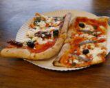 zwei Pizzastücke