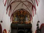 Dom: Innenraum mit Orgel