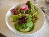 Bärbel mit Salatbeilage